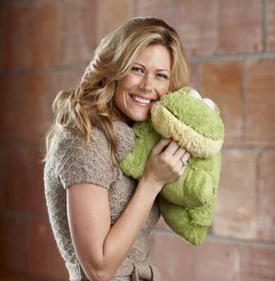 jennifertelfer_with-frog-pillow-pet2